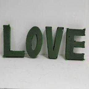 ספוג בכיתוב LOVE